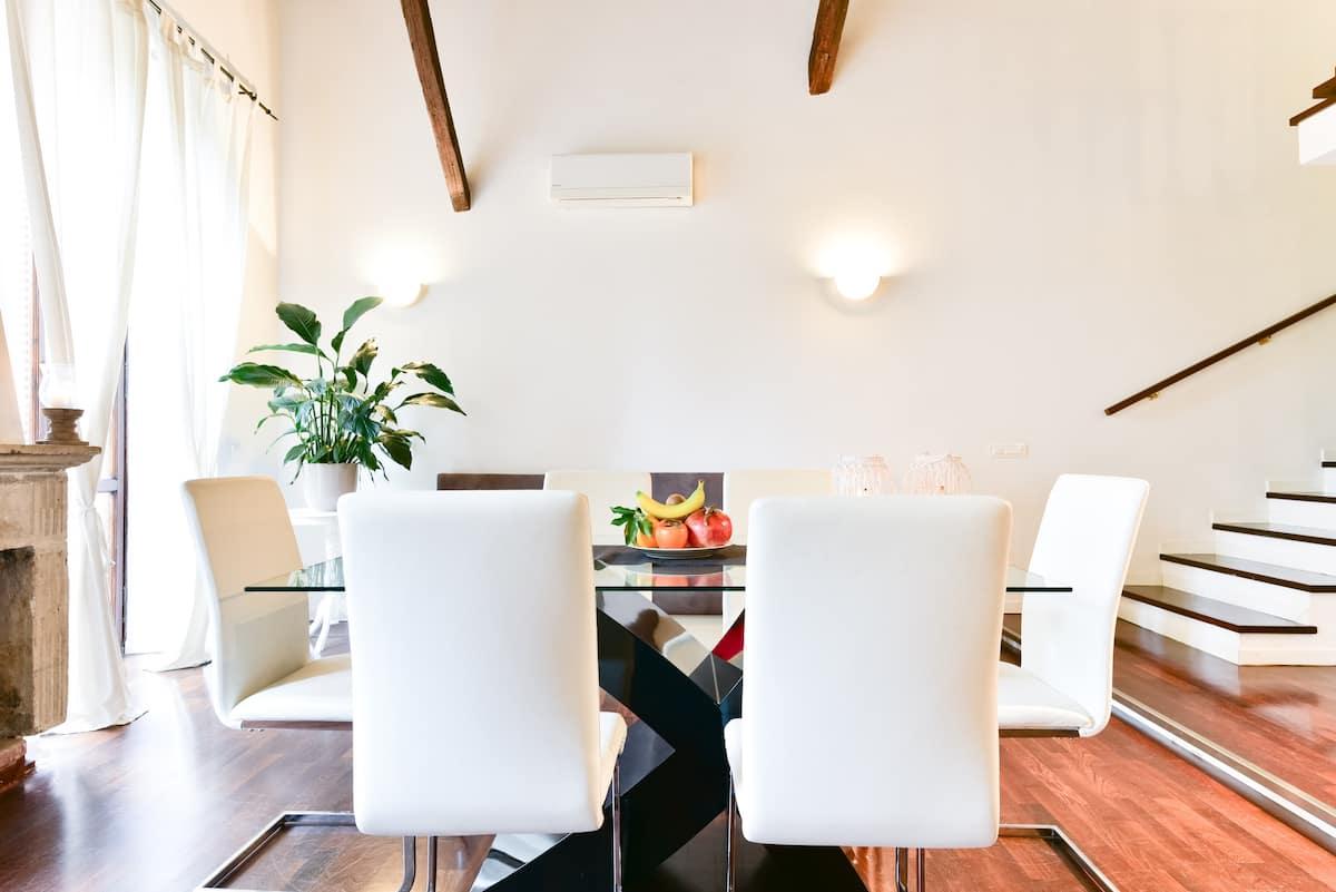 Luminous, Rustic Contemporary Loft by Santa Maria in Trastevere