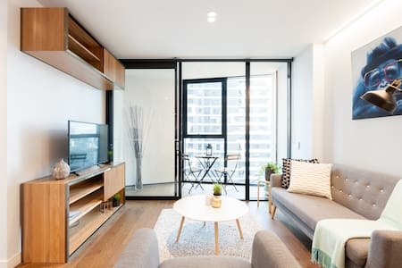 Trendy Modern Apartment Close to Queen Victoria Markets