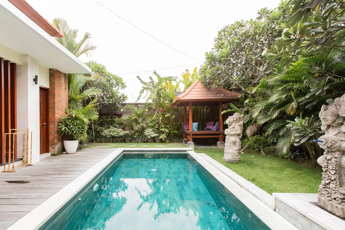 Resplendent Villa with Private Pool Steps from the Beach