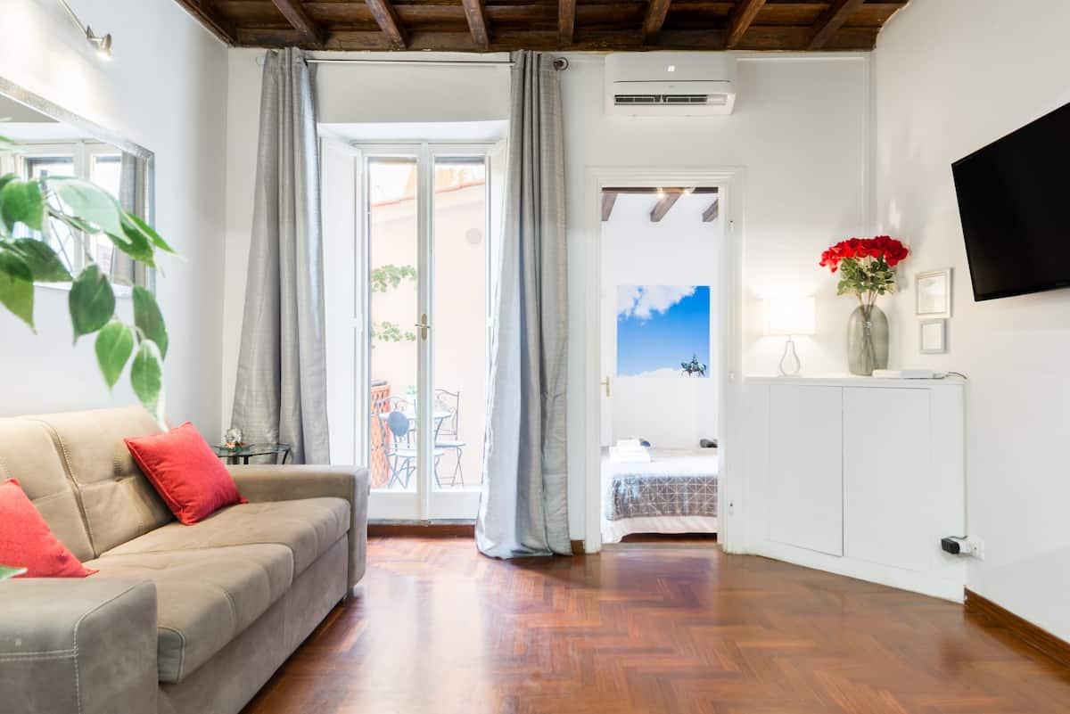 Intimo Appartamento con Balcone vicino a Piazza di Spagna