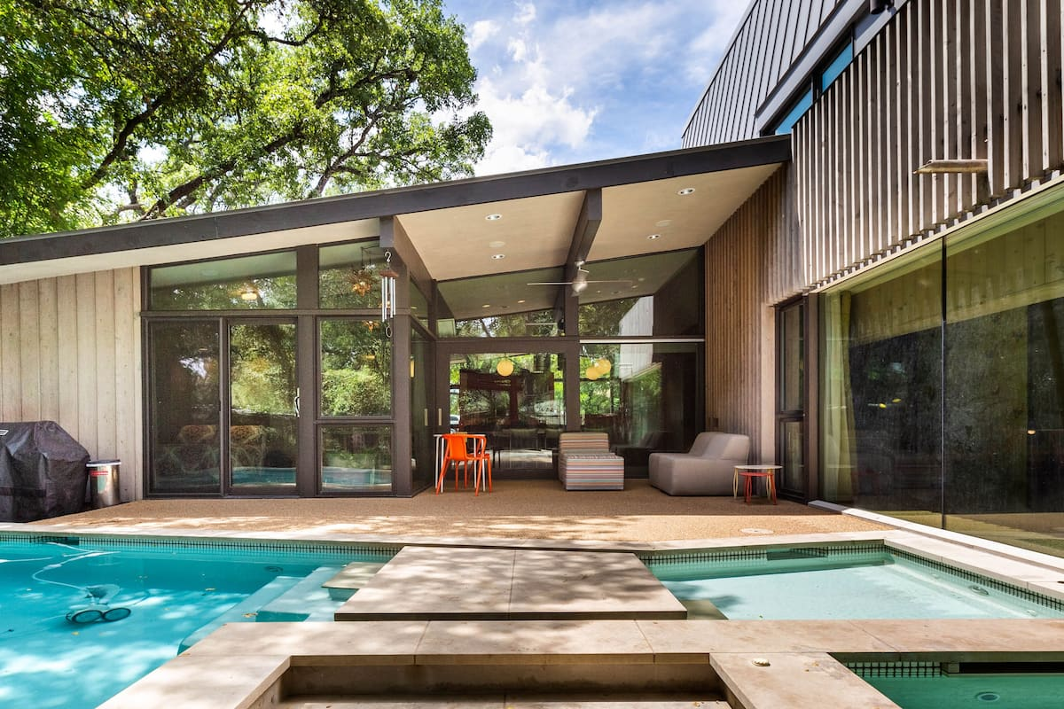 Mid-Century Modern Retreat Neighboring Downtown