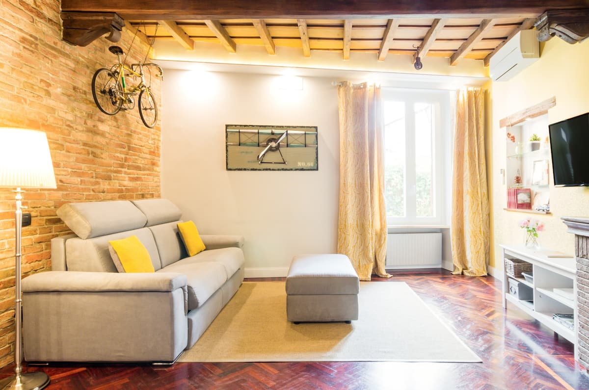 Prestigious apartment in a 16th Century Building in Trastevere