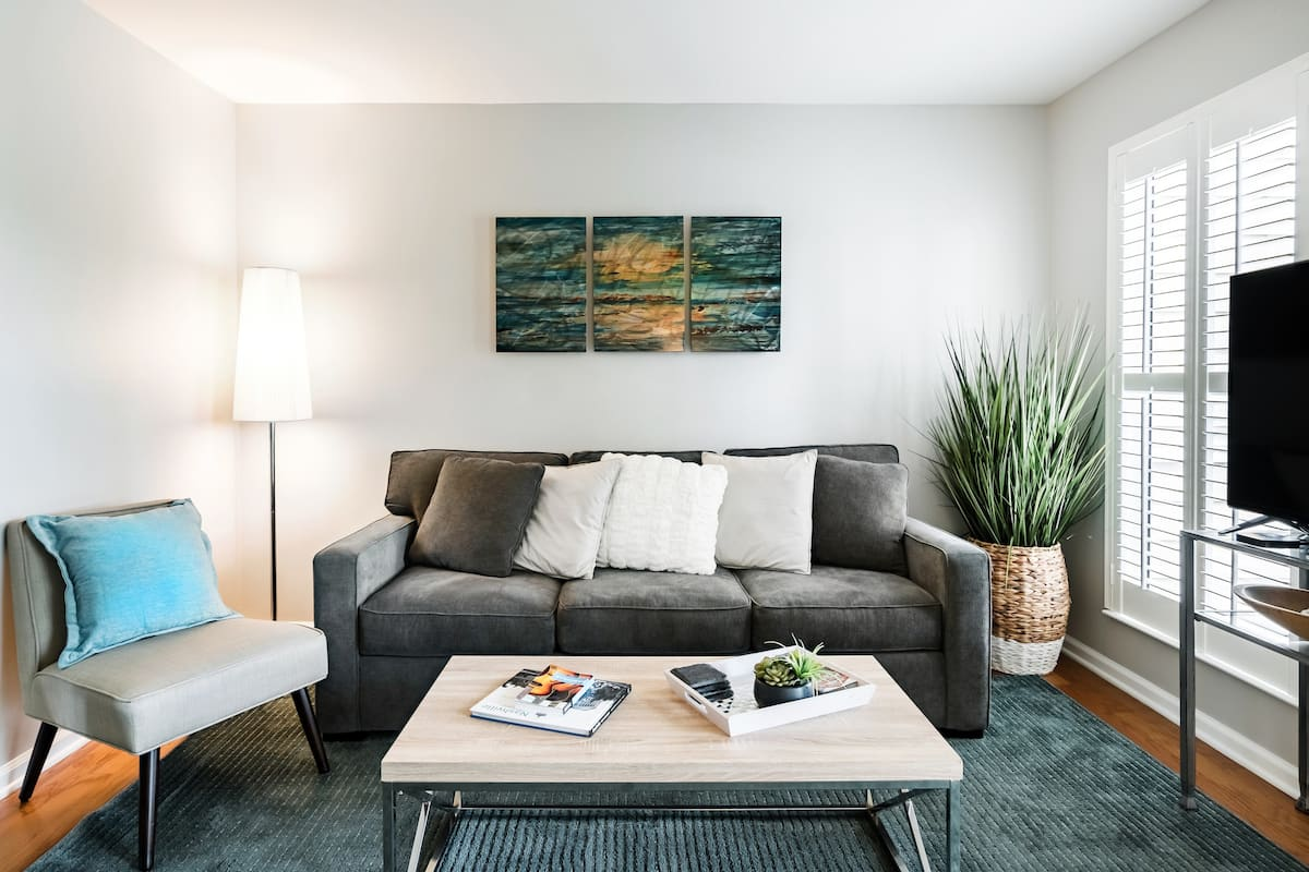 Soak Up the Soothing Vibe at a Downtown Waterfront Bolthole