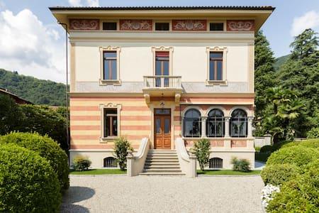 Lush Lakeside Villa with Vintage Touches