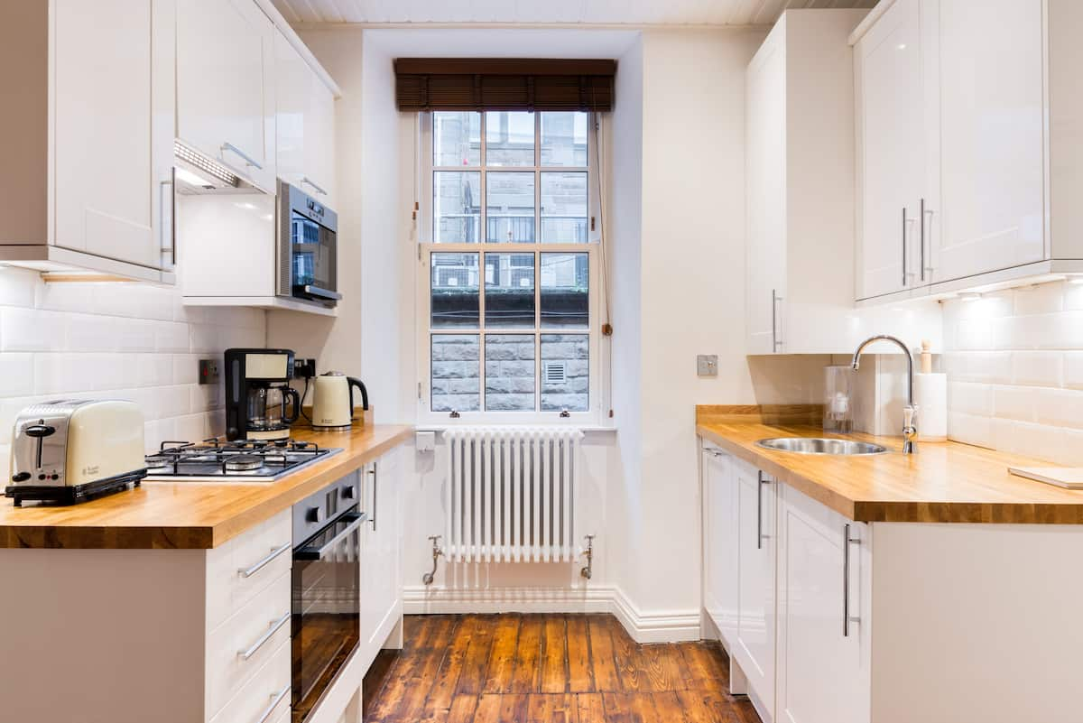 Wake up minutes from the Castle in this Authentic Flat