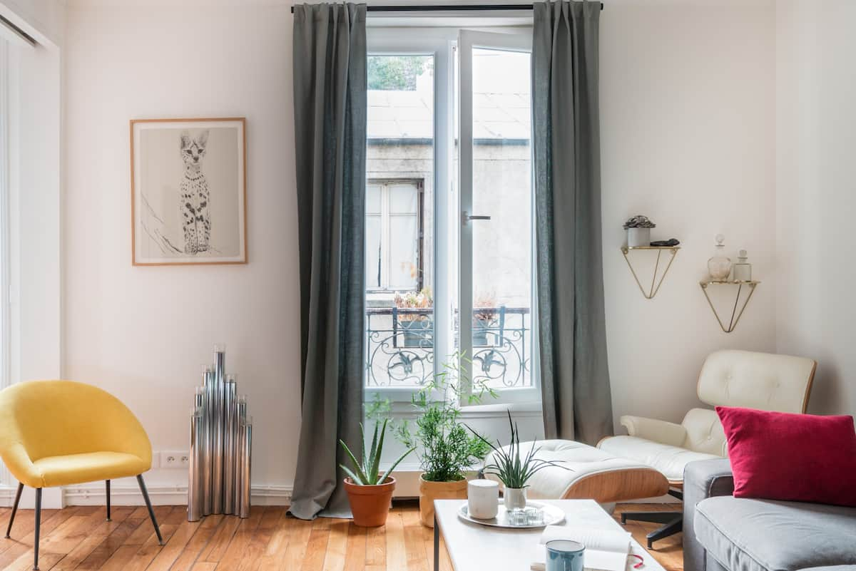 Cozy Getaway for Couples Close to Montmartre