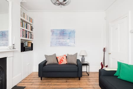 Family Friendly House in Ealing