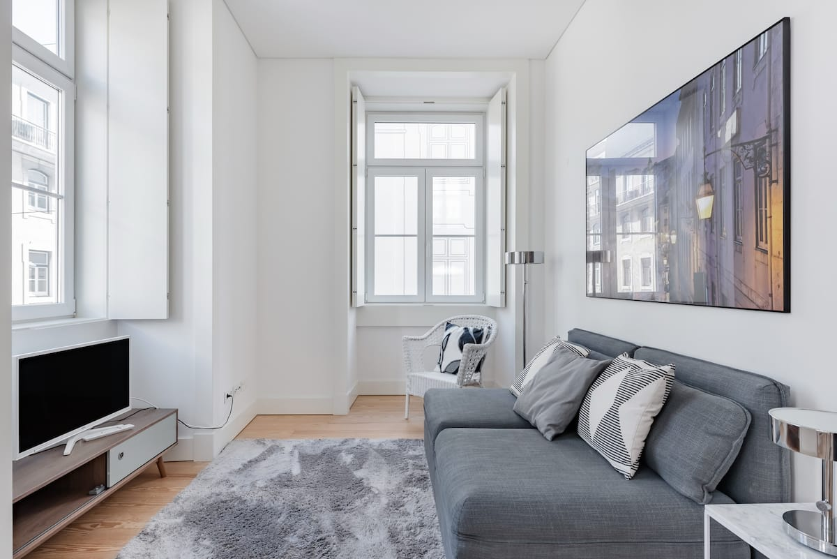 Minimalist Boutique Apartment in Historical Building