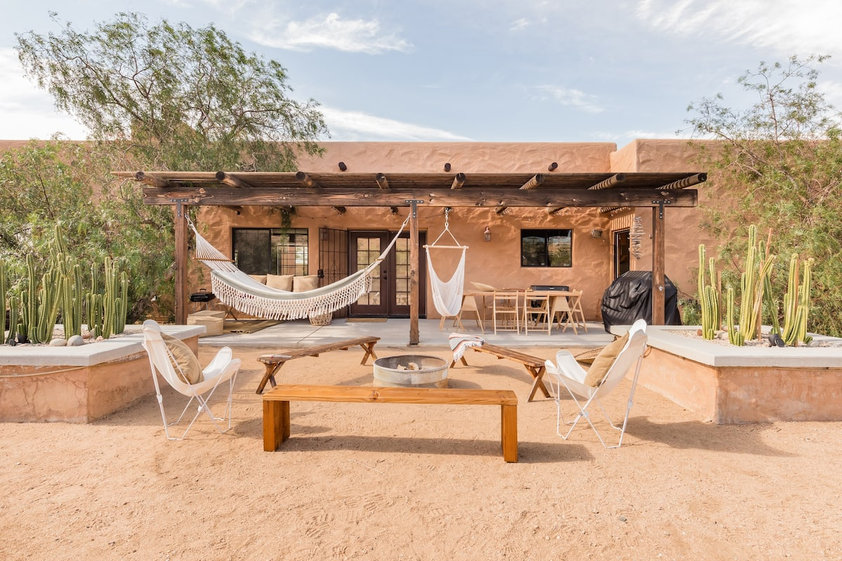 Fire up the Projector for Movie Nights at a Desert Retreat