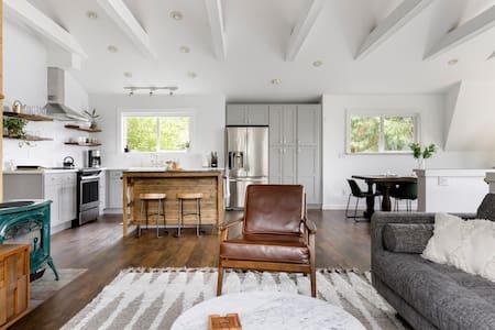 Stillhouse Guest Home in Edmonds