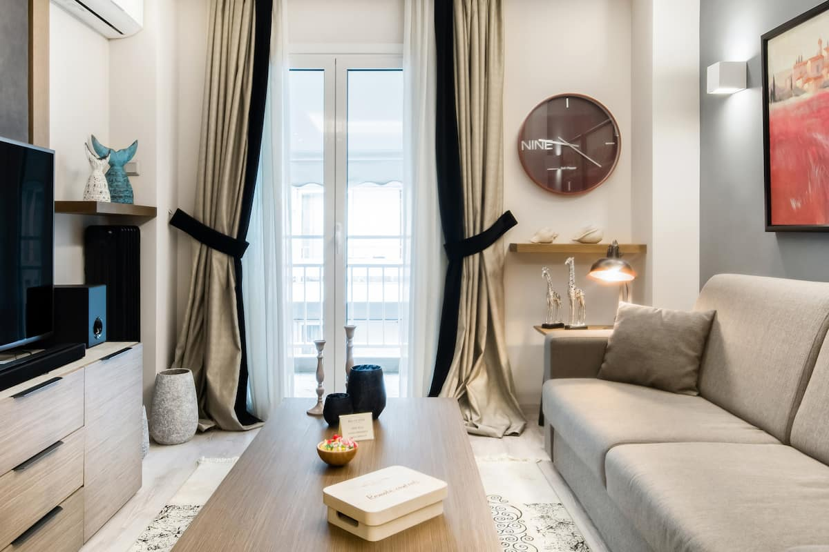 Acropolis Elegant Apartment, Next to the Metro.