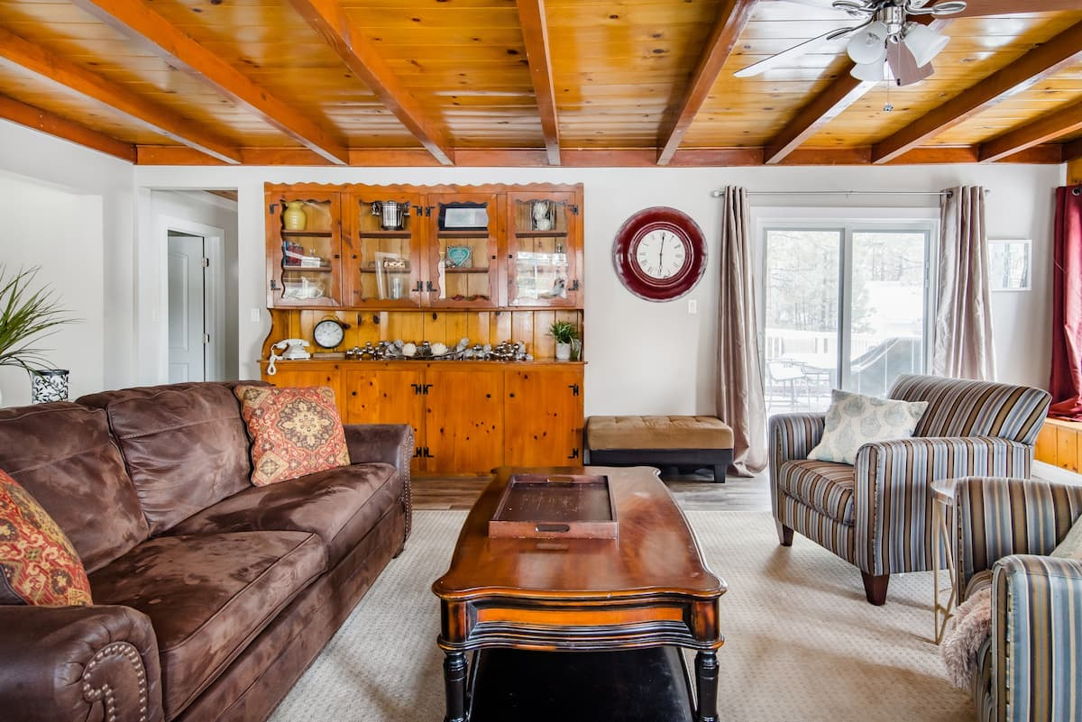 Explore Big Bear Lake from a Charming Cottage