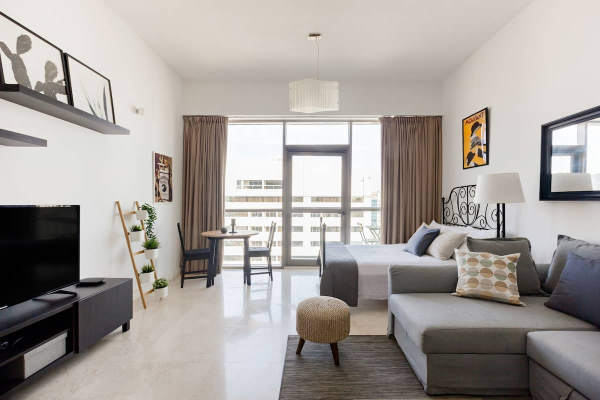 Explore Dubai from a Low-Key Apartment with Views
