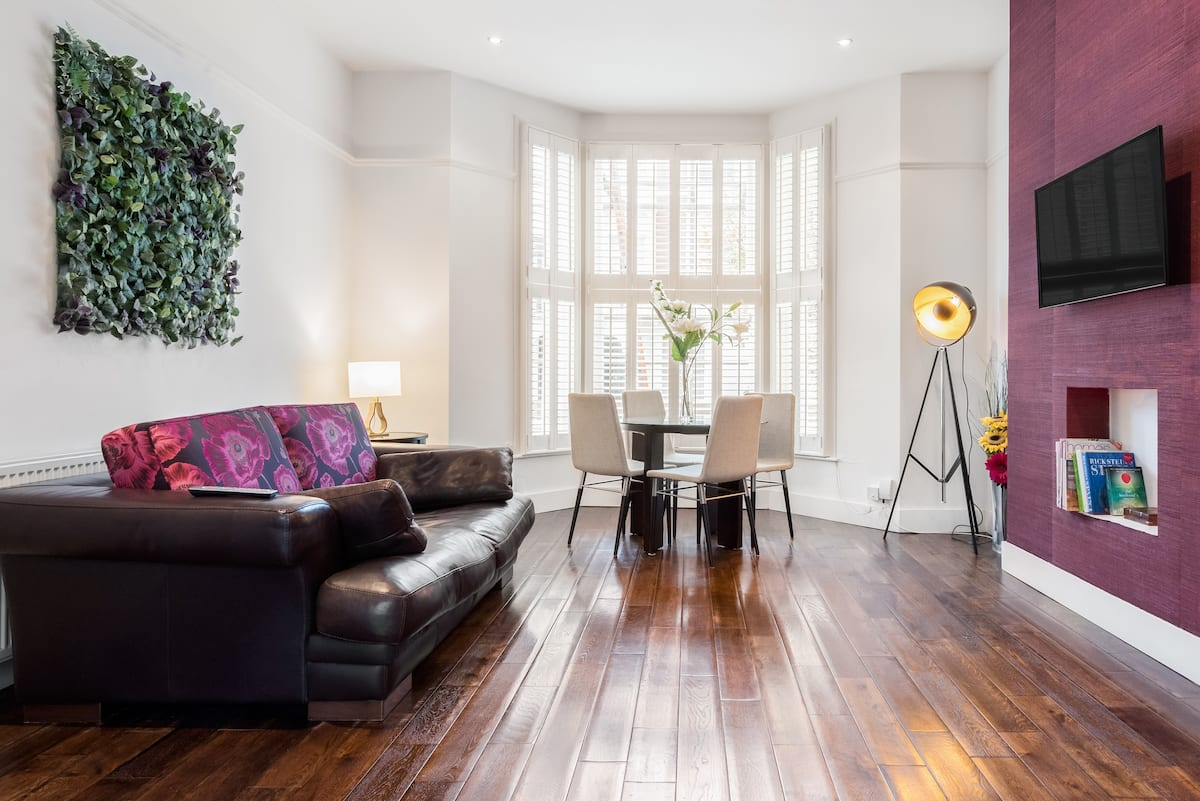 Bright, Light Victorian Flat with Terrace in South London