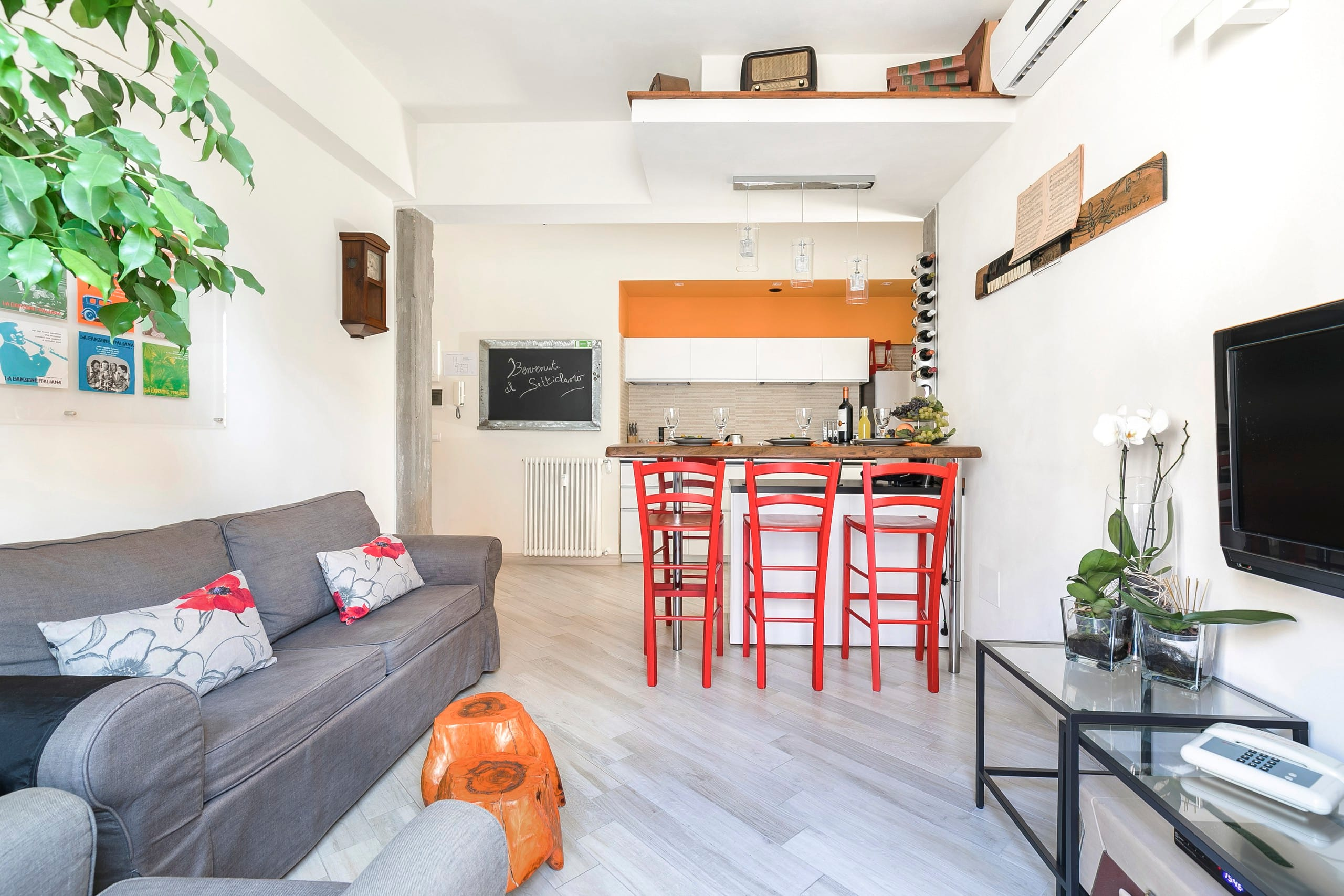 Luminoso appartamento con design ricercato appartements for Appartamento design roma