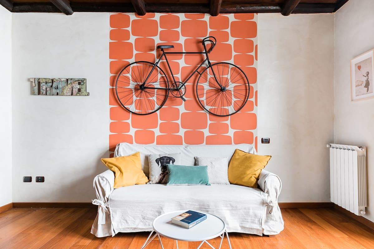 Explore Buzzing Campo de' Fiori at a Quirky, Colorful Abode