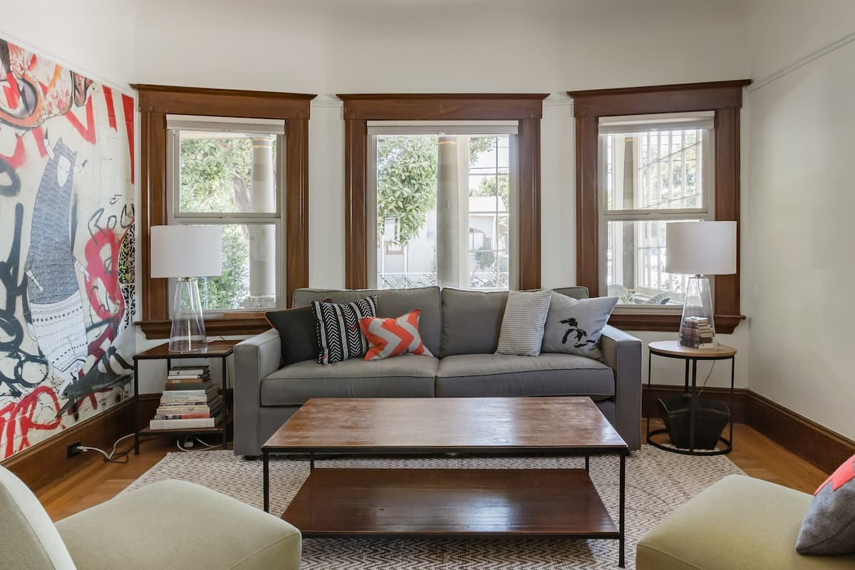 Quiet Light-Filled Craftsman Home by the Bay