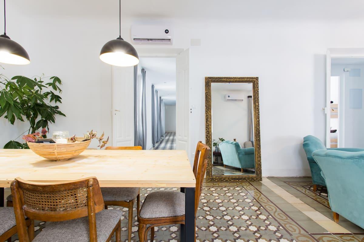 Disfruta de la ciudad en este apartamento único, en Centro-Sagrario.