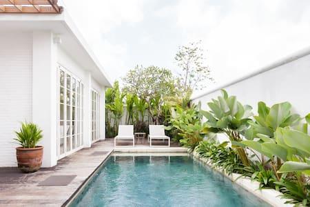 Serene Romantic Villa with Pool Perfect for Honeymoon