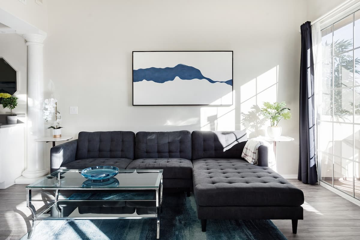 Savor Sweeping Hillside Vistas at a Beverly Hills Penthouse