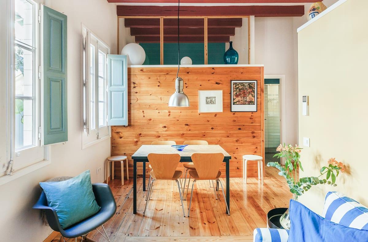 Singular casa de dos habitaciones y un luminoso patio en Vila de Gràcia