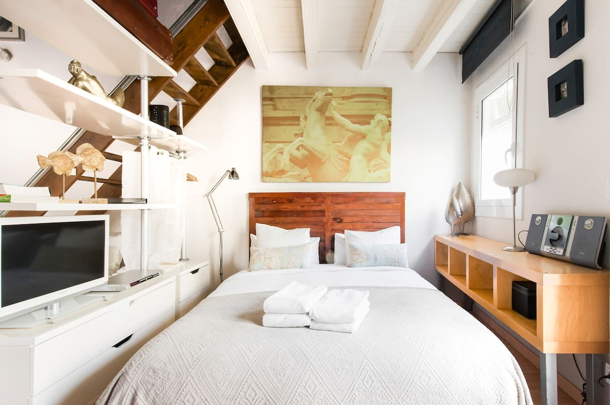 Explore Old Barcelona from a Loft-Style Studio