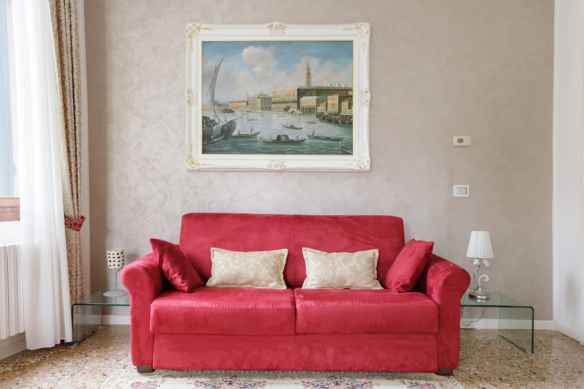 Elegant apartment in a palace close to Miracoli Church