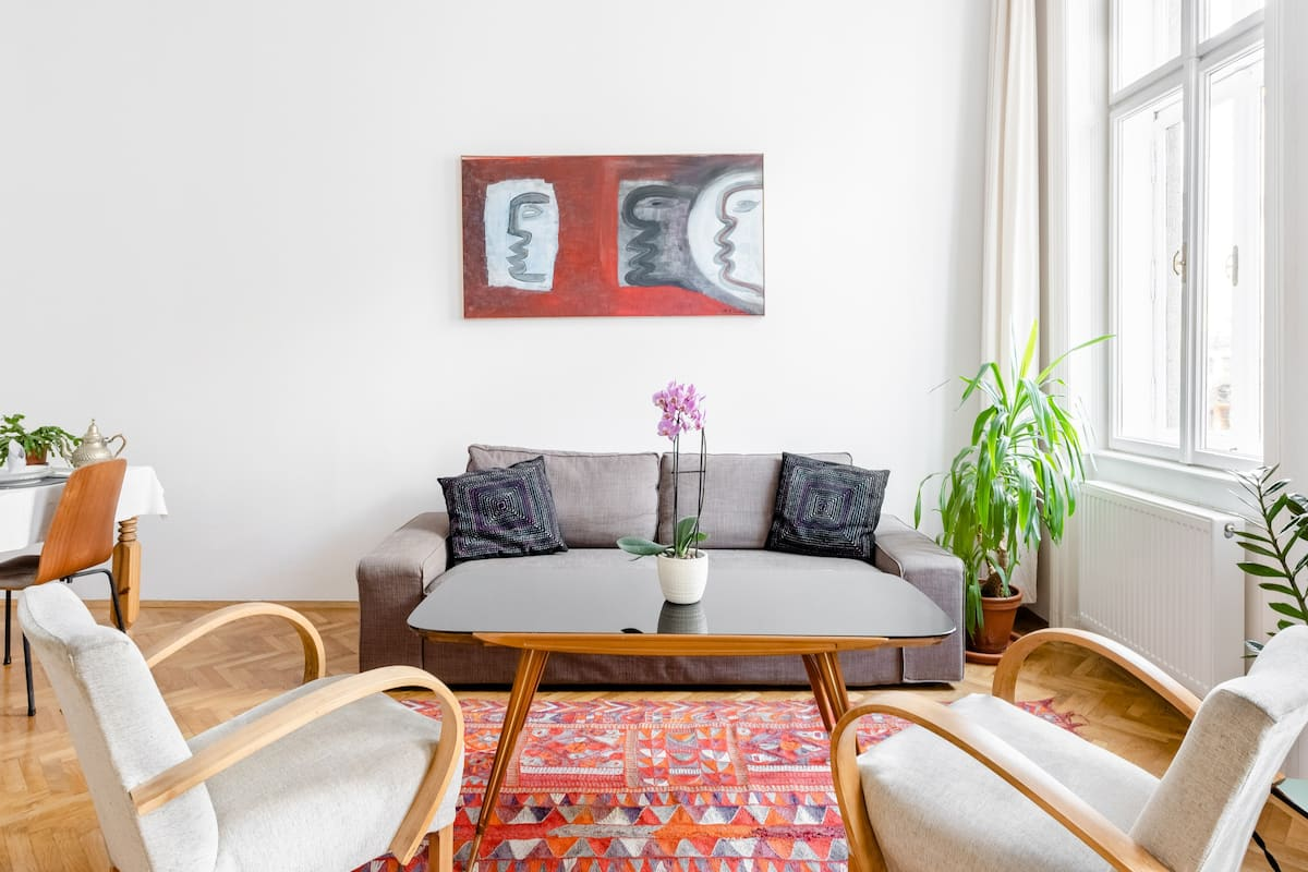 Spacious Historic Central Arts District Apartment