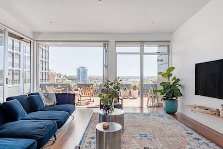 Sydney City Penthouse.  Panoramic City and Harbour Views