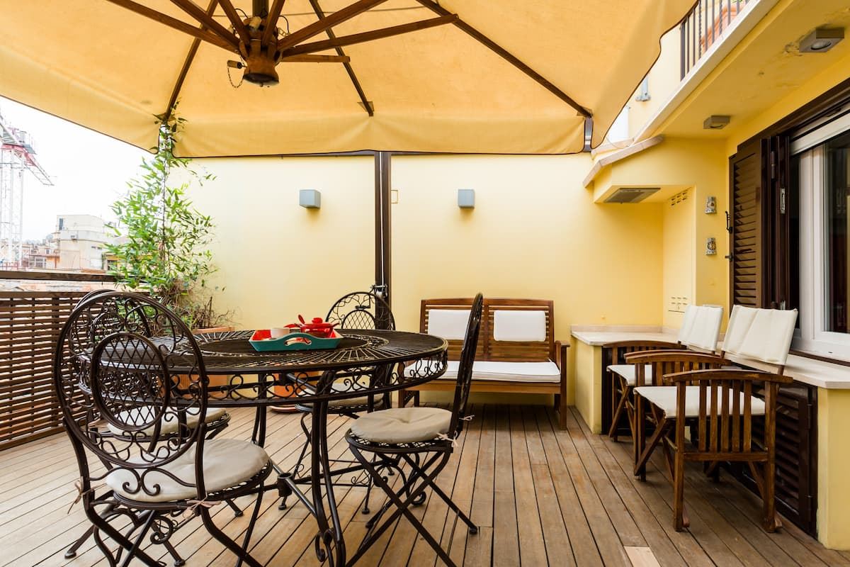 Lovely Penthouse with Big Outside Space near Spanish Steps