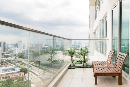 Spectacular Skyline Views from a Chic, High-Rise Apartment