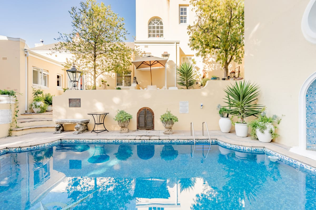 Historic Home With Pool Oasis in Trendy Green Point