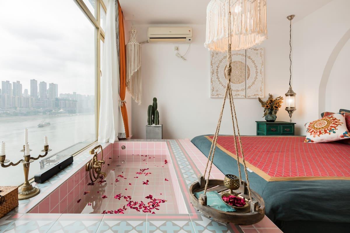 Xx-4重庆市摩洛哥风落地窗一线江景|双人无边浴缸|每个窗户都看江|紧邻白象街轻轨站朝天门