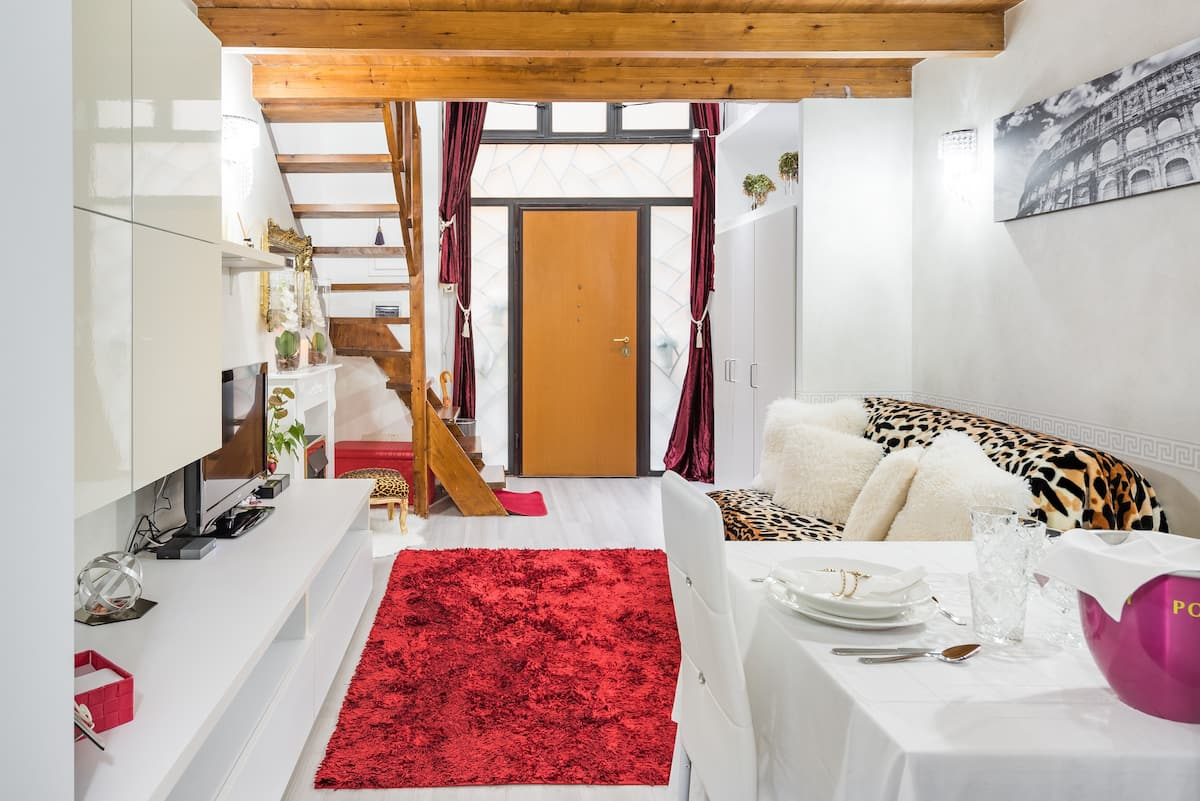 Loft  glamour con caminetto in camera da letto