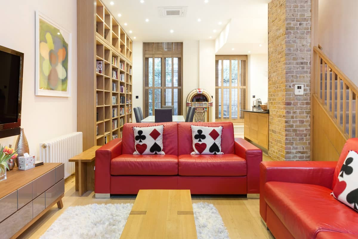 Magnificent Mews House with Garden in Marylebone