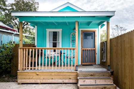 Vibrant Downtown Bungalow -- Walk Everywhere