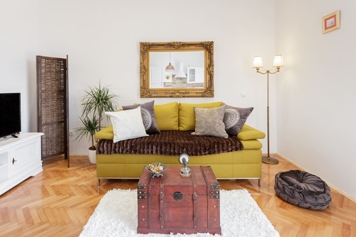 Stay in an Ornate Flat near Diocletian's Palace