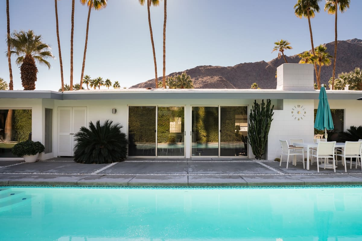 Vintage Alexander Mountain View Home with Pool