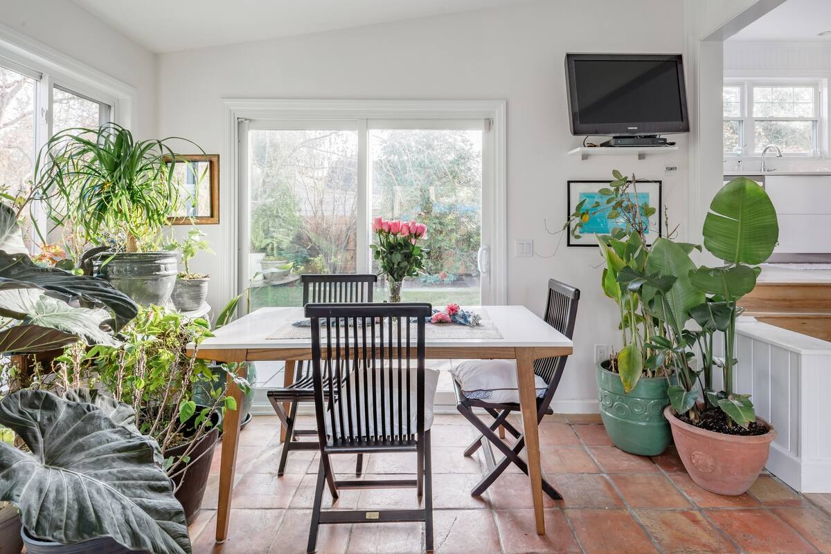 Hampton s Beach House Set in Private Landscaped Garden
