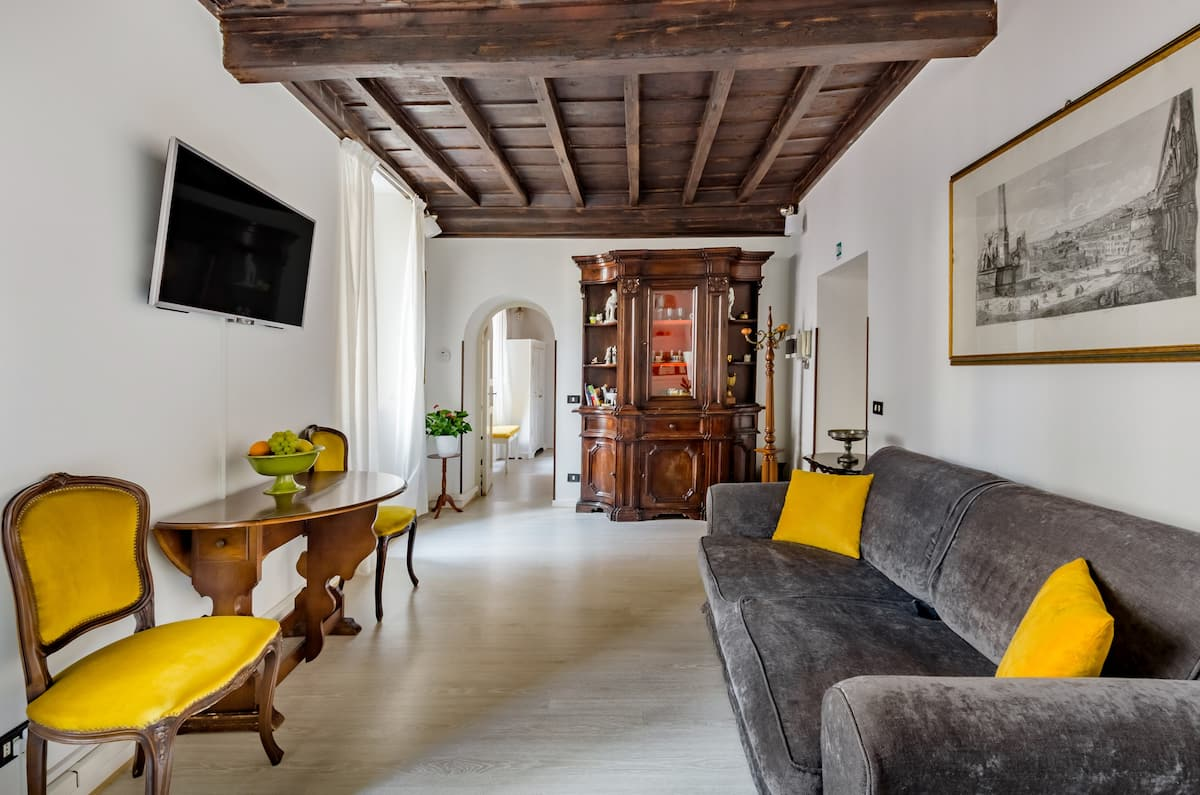 Elegant Apartment with Charming Antiques in the Historic Center - Raffaello Inn