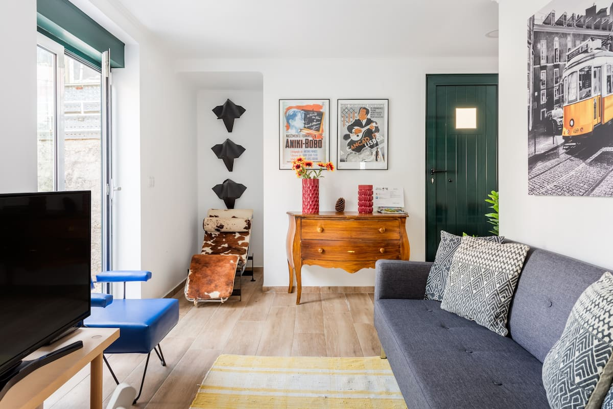Soak up the Colorful, Quirky Vibes at a Rustic City Nest