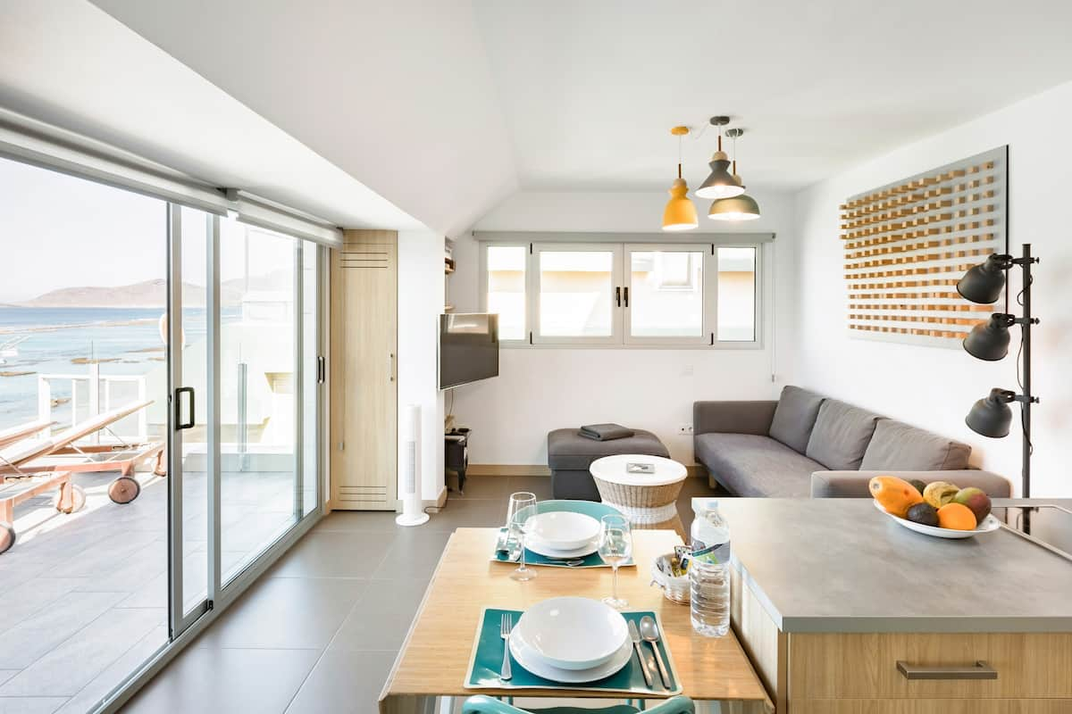 Beachfront Roof Top Terrace by Living Las Canteras