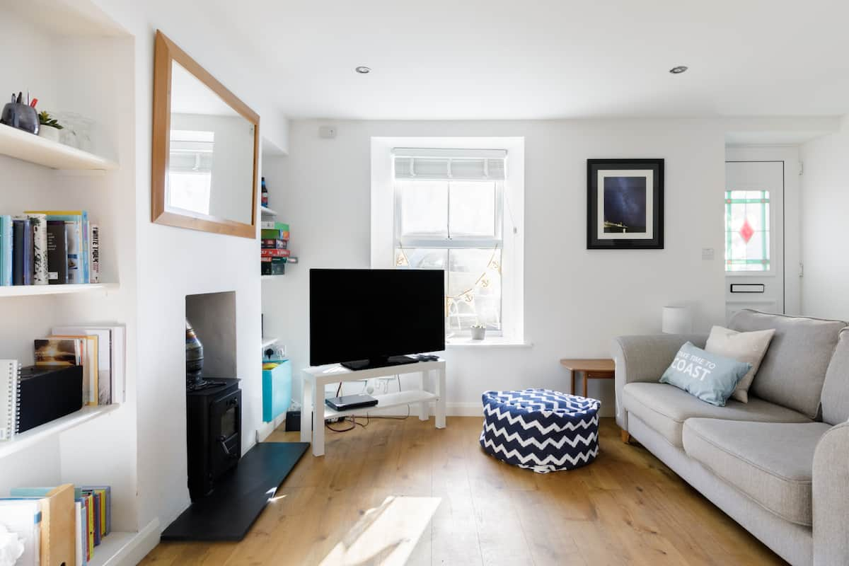 Discover Porthleven from This Stylish Cottage