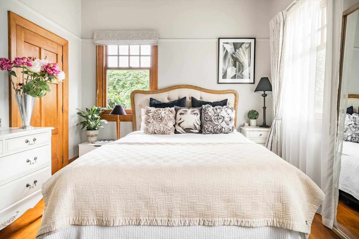 Chic and Private with Vintage Vibes