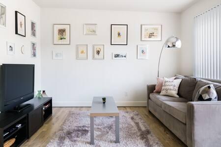 Chic Art & Design Apartment near Best of LA & Beaches