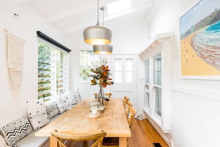 Manly Beach 1920s Apartment with Garden, Fully Renovated.