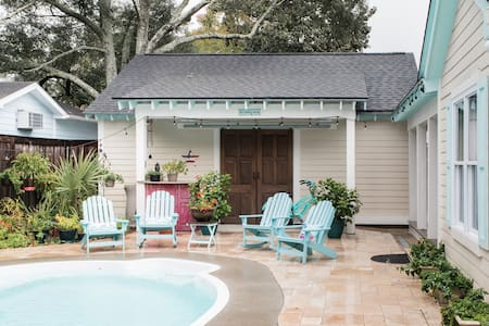 Poolside Cottage in the Old Village of Mount Pleasant