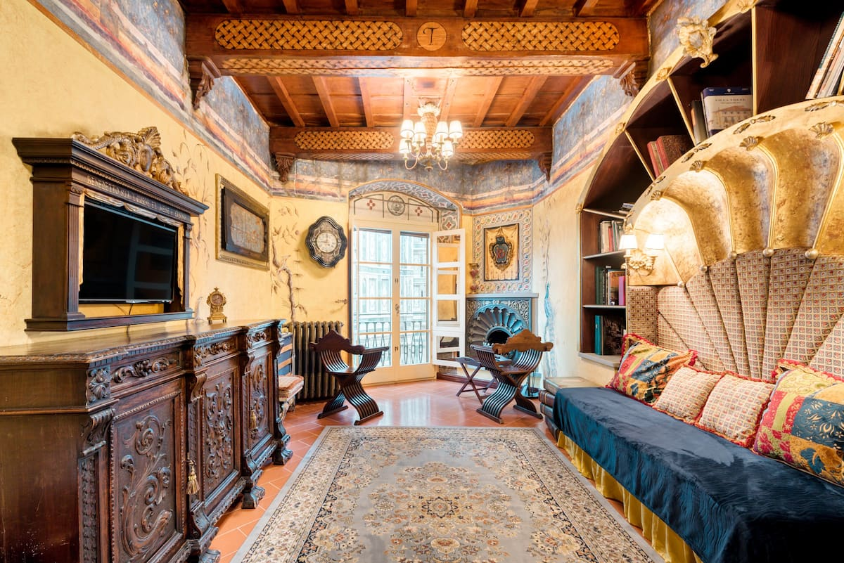 Renaissance Apartment in Historic Building with Duomo Views