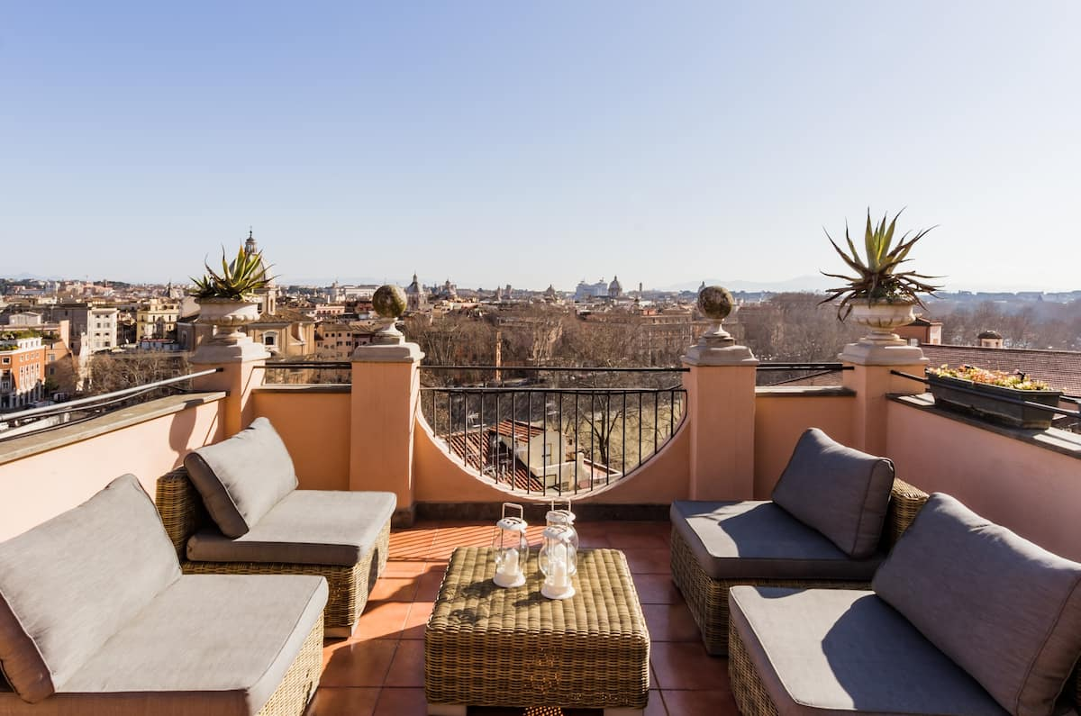 Sky Terrace Penthouse with Fantastic views of Rome