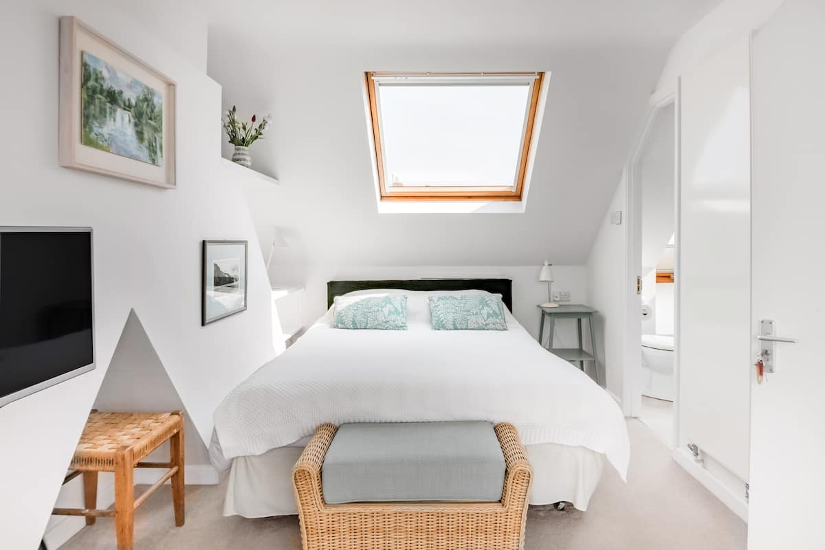 Self-Contained Light-Filled Loft in Oxford City
